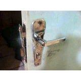 Chaveiro urgente 24hrs para conserto de porta arrombada no Ibirapuera